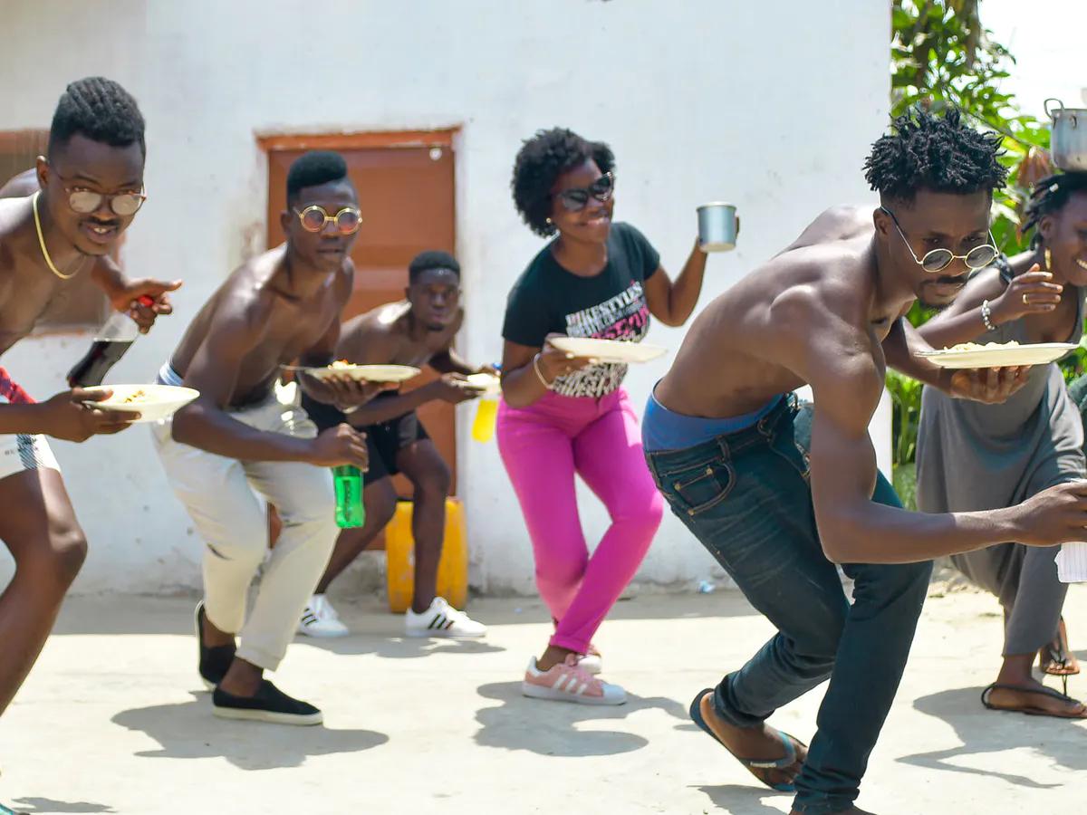 De Angolese dansers die hielpen om het nummer Jerusalema van Master KG viraal te laten gaan.